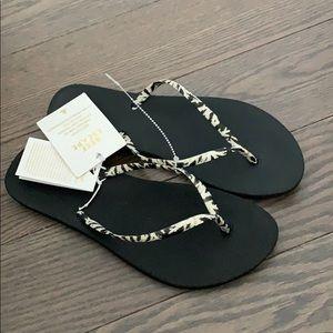 New Reef Ladies animal print sandals
